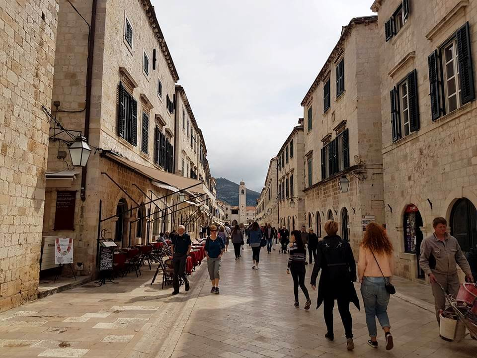 inside dubrovnik old town