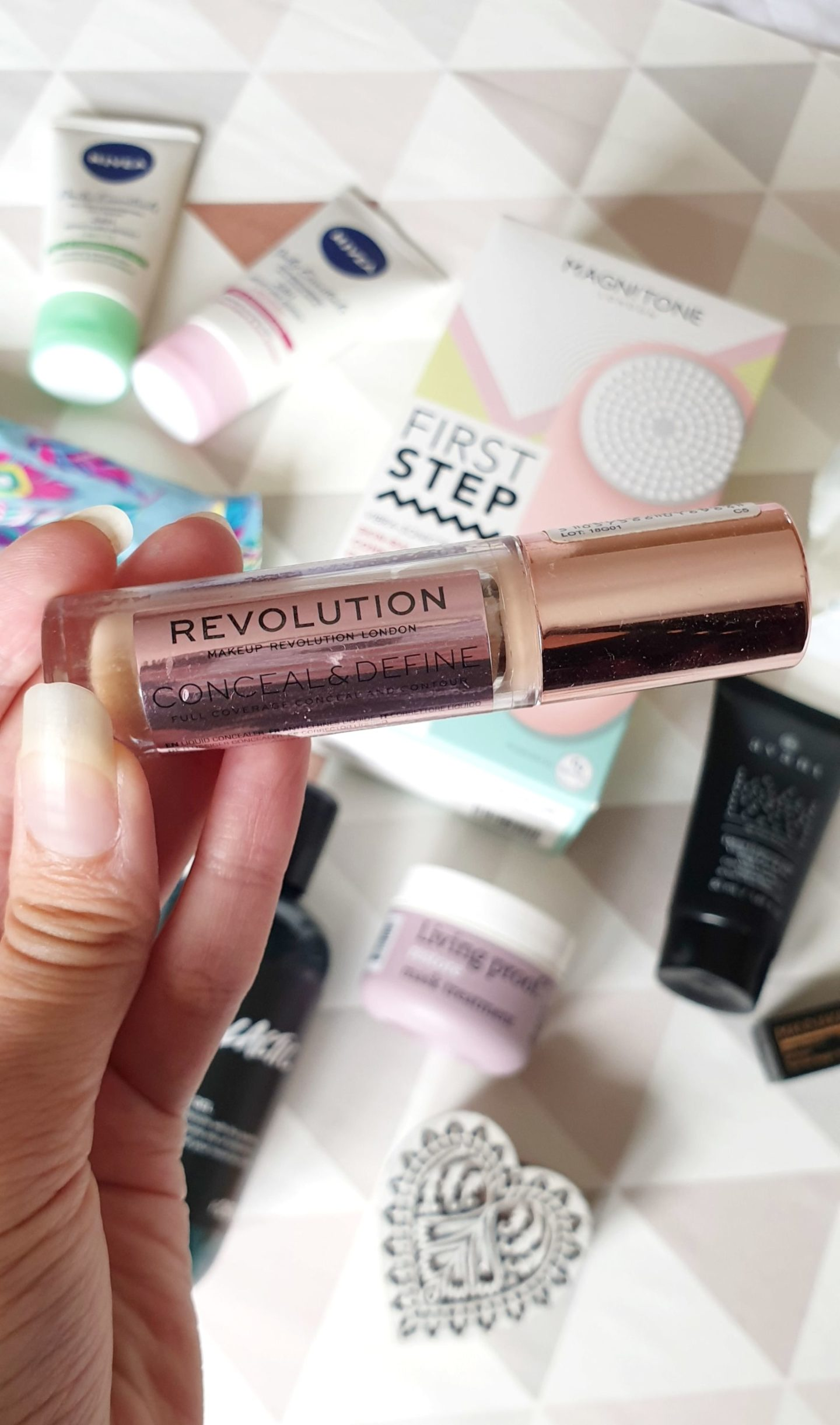 close up makeup revolution conceal and define concealer